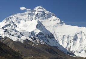 China's Everest Base Camp closed to Tourists